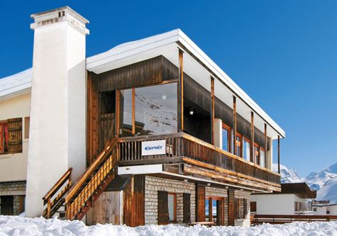 The facade at Esprit Ski Chalet Caribou