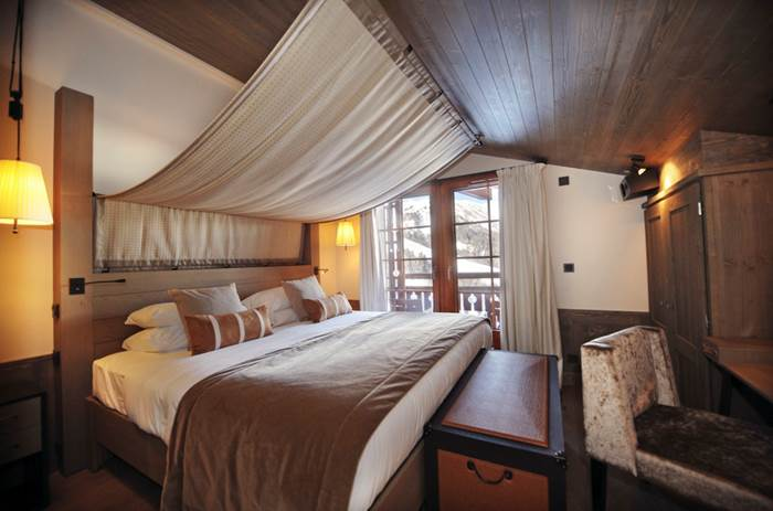 A four poster bed at the Club Med Valmorel Chalets