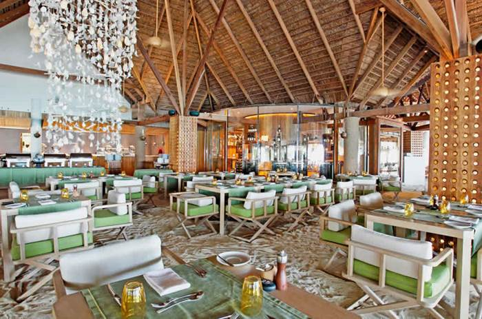 constance moofushi maldives resort restaurant