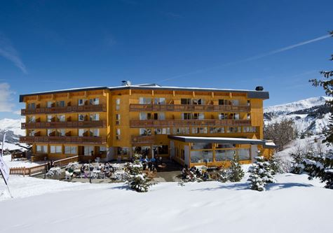 A hotel at Esprit Chalet Hotel Crystal 2000