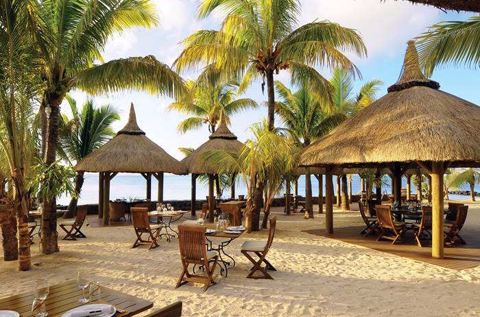 Beach dining at Beachcomber Paradis Hotel & Golf Club in Mauritius