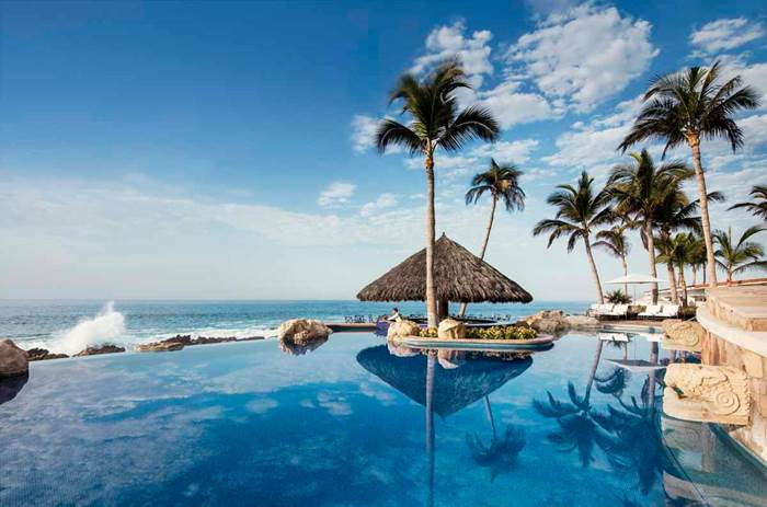 The infinity pool overlooking the sea at the One and Only Palmilla Hotel
