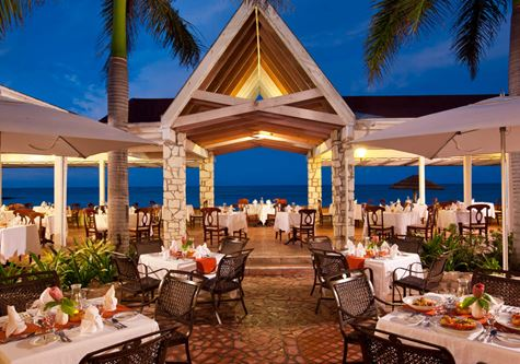 Outdoor dining at Kuoni Pineapple beach club in Antigua